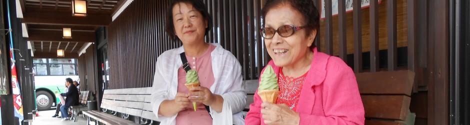 【スライド写真4】美味しいアイスクリームで思わず笑顔!